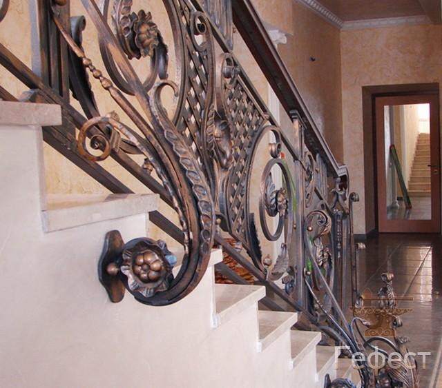кованые лестничные перила и ограждения