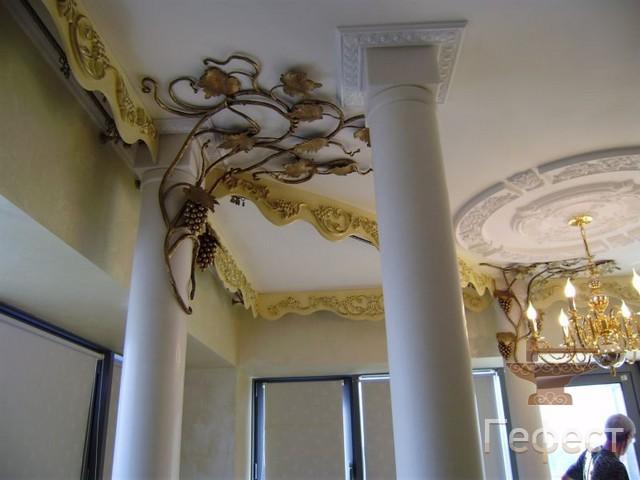 кованая потолочная декорация